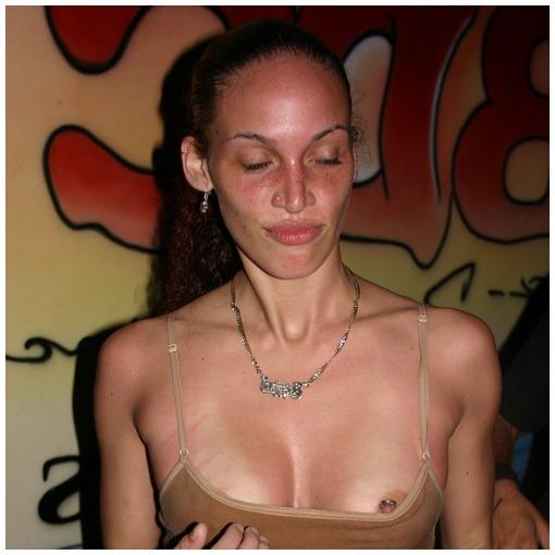 Laura cherche un coup d'un soir sans prise de tête